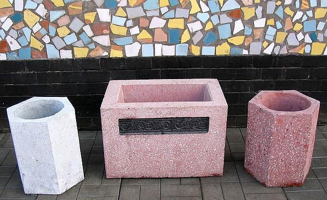 Купить уличную мусорную урну, можно у нас, антивандальные бетонные урны, доставка по Москве и области!
